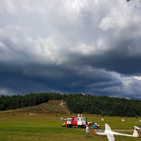 Der Gollenberg mit Gewitter im Hintergrund